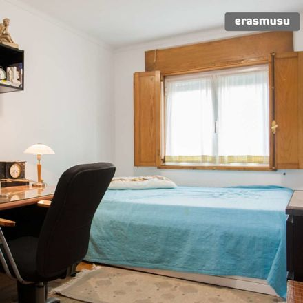 Rent this 2 bed room on Tv. do Monte Louro in 4250-185 Porto, Portugal