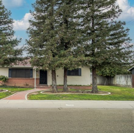 Rent this 3 bed house on 1135 South Terri Street in Visalia, CA 93277