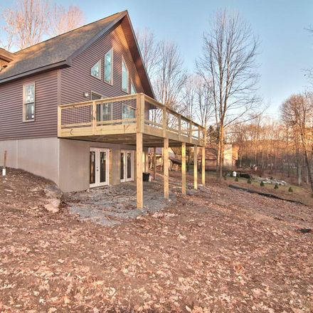 Rent this 3 bed loft on Sugar Maple Mews in Lake Ariel, PA