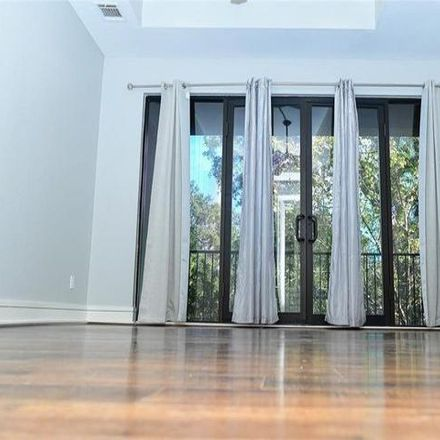 Rent this 3 bed condo on West 14½ Street in Houston, TX 77008