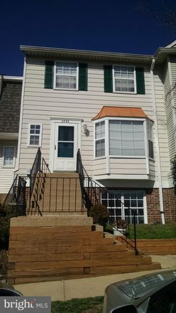 Rent this 3 bed townhouse on Weeping Willow Court in Chantilly, VA 20151