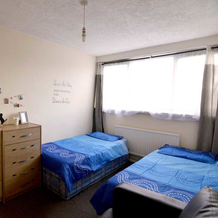 Rent this 4 bed room on Stepney Greencoat Primary School in Norbiton Road, London E14 7TF