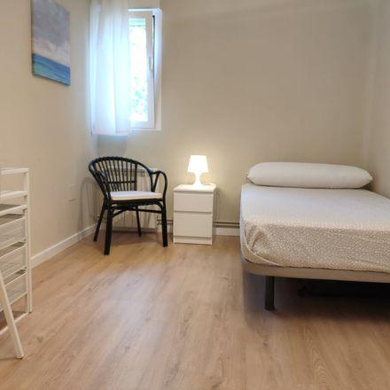 Rent this 6 bed room on Calle de Ntra. Sra. del Perpetuo Socorro in Madrid, España