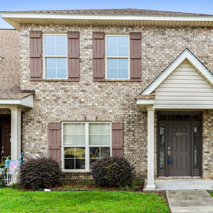Rent this 3 bed townhouse on 914 Jefferson Drive in Gulfport, MS 39507