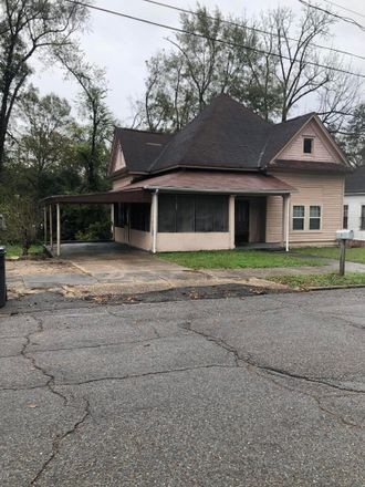 Rent this 3 bed house on 1708 34th Avenue in Meridian, MS 39301