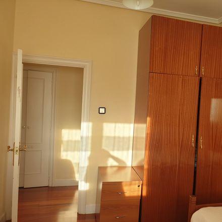 Rent this 2 bed room on Eliseo Migoya Plaza in 48014 Bilbo, Bizkaia