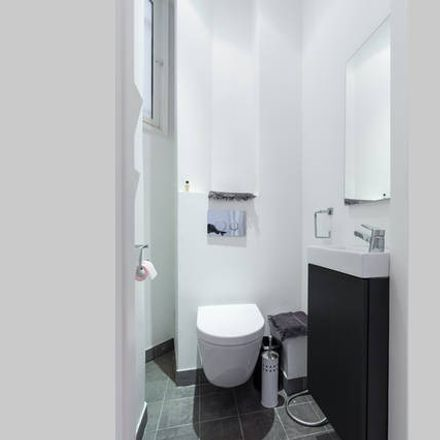Rent this 2 bed apartment on 42 Boulevard François Grosso in 06000 Nice, Francia