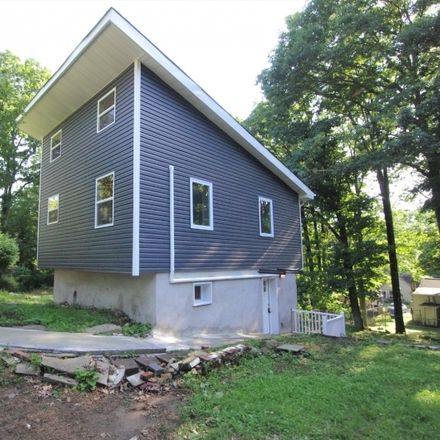Rent this 3 bed house on Knox Way in Hopatcong, NJ