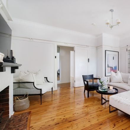 Rent this 3 bed apartment on 1/8 View Street