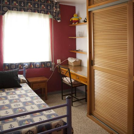 Rent this 3 bed room on Bar La Tomata in Calle Arcángel San Miguel, 7