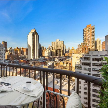 Rent this 3 bed apartment on E 74 St in New York, NY