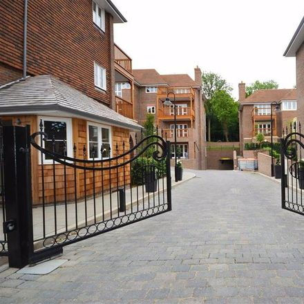 Rent this 3 bed apartment on Newgate House in Hammers Lane, London NW7 4DJ