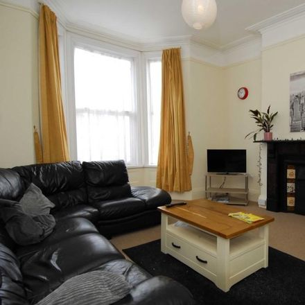 Rent this 6 bed room on Pearson Avenue in Plymouth PL4 7DD, United Kingdom