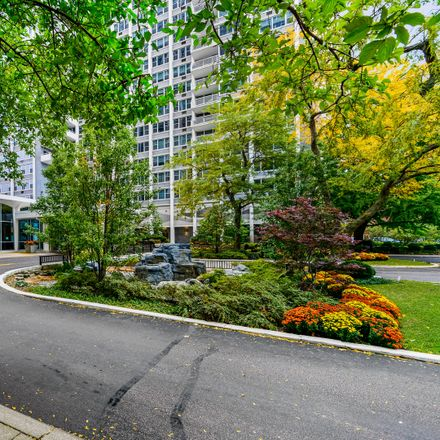 Rent this 1 bed condo on Le Cafe in 4250 North Marine Drive, Chicago