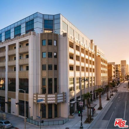 Rent this 1 bed loft on Wilshire Blvd in Los Angeles, CA