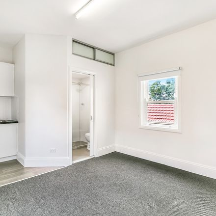 Rent this 1 bed apartment on 10/116 Probert Street