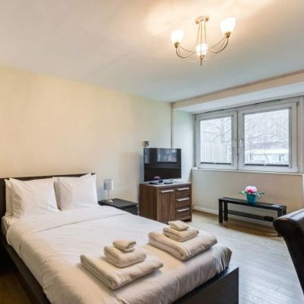 Rent this 1 bed apartment on Lant Street in London SE1 1EA, United Kingdom