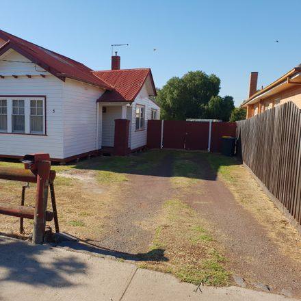 Rent this 3 bed house on 5 Centre Street
