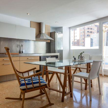 Rent this 6 bed room on Carrer de Fontanars dels Alforins in 46018 Valencia, Spain