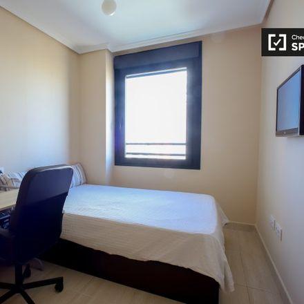 Rent this 3 bed apartment on 048 Antonio Ferrandis - Amado Granell Mesado in Avinguda d'Amado Granell Mesado (Militar), 46013 Valencia