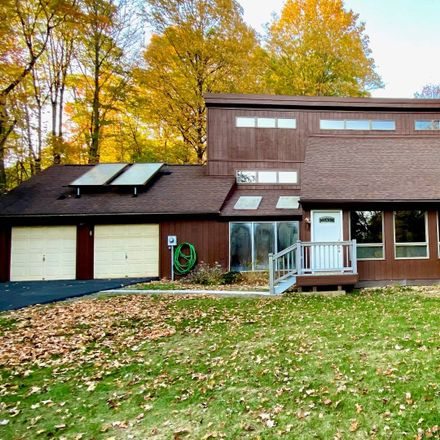 Rent this 3 bed apartment on 5 John Court in Lloyd, NY 12528