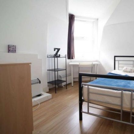 Rent this 6 bed room on Abbotsford Avenue in London N15 3BS, United Kingdom