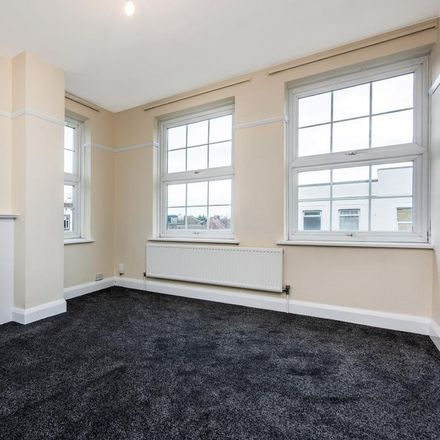 Rent this 6 bed room on KFC in Road, London KT4 8DY