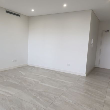 Rent this 3 bed apartment on 36/3-7 Cowell Street