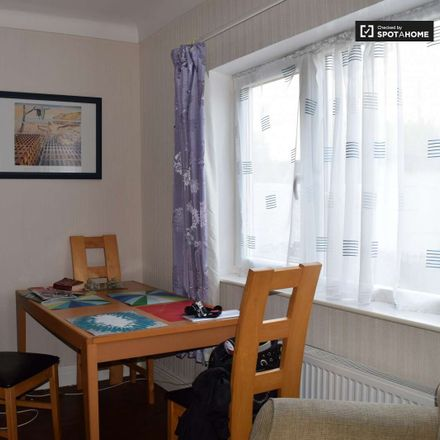 Rent this 3 bed room on Gracefield Road