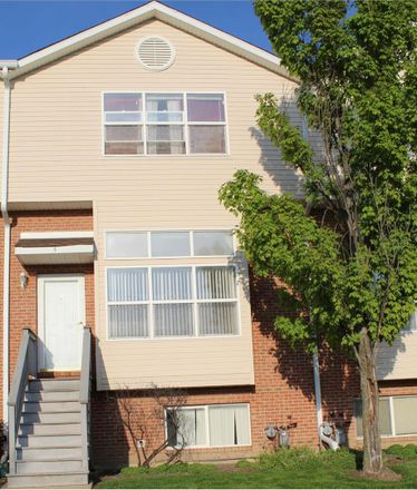 Rent this 4 bed townhouse on 12321 Meadow Lane in Blue Island, IL 60406