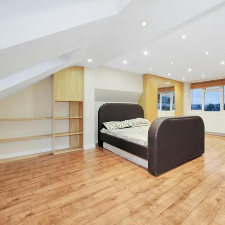 Rent this 4 bed house on Mellows Road in London IG5 0HJ, United Kingdom