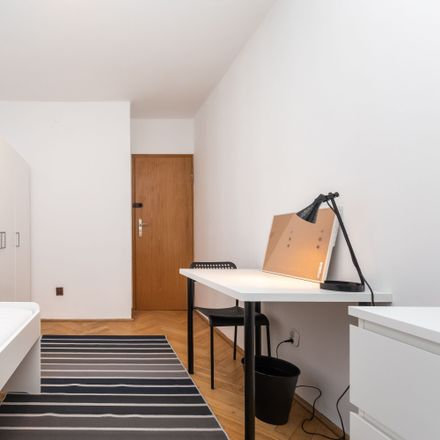 Rent this 3 bed room on Krucza 41/43 in 00-525 Warsaw, Poland