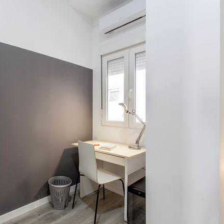 Rent this 6 bed room on Centro de Educación Permanente de Adultos de Burjassot in Calle José Carsí, 10