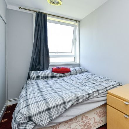 Rent this 5 bed apartment on Tesco Express in 1 Landmark Square, London E14 9AB