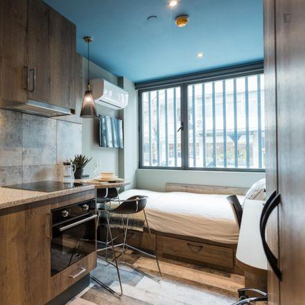 Rent this 0 bed apartment on Rua do Conde de Redondo in 1150-106 Lisbon, Portugal