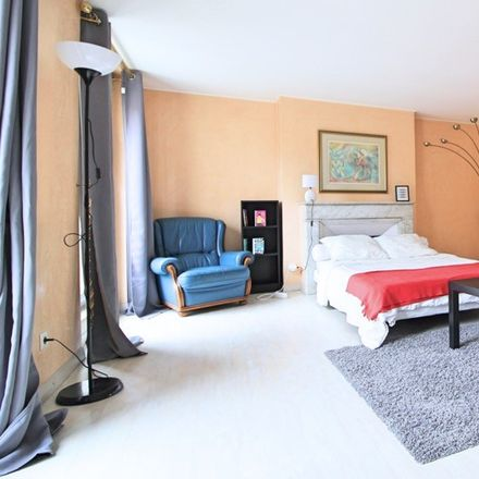 Rent this 6 bed room on 22 Rue Montgrand in 13006 Marseille, France