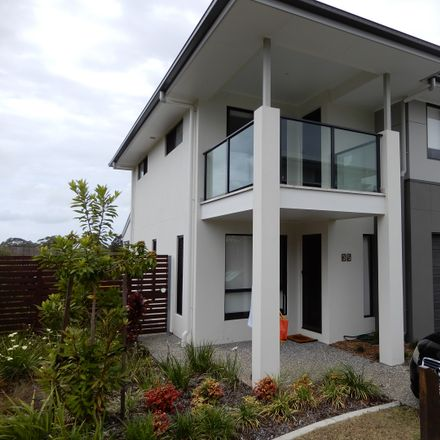 Rent this 3 bed townhouse on V-069/44 Highgrove Street