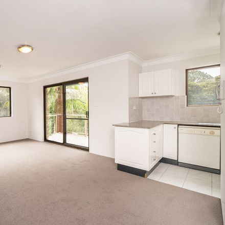 Rent this 2 bed apartment on 7/2 Fredben Avenue