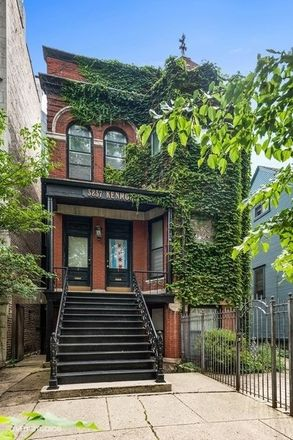 Rent this 7 bed duplex on 3837 North Kenmore Avenue in Chicago, IL 60613