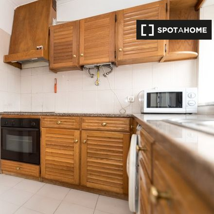 Rent this 5 bed room on unnamed road in 3044-520 Coimbra, Portugal