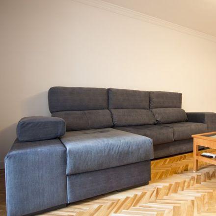 Rent this 4 bed apartment on Av. Niza in impares, Travesía de Ronda