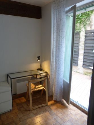 Rent this 2 bed room on 6 Rue Amphoux in 84000 Avignon, France