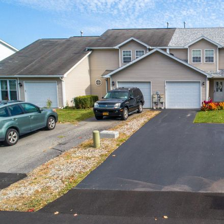 Rent this 3 bed townhouse on 93 Marsdale Court in Town of Bethlehem, NY 12158