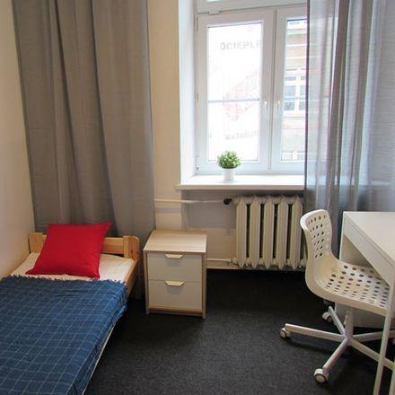 Rent this 4 bed room on Ząbkowska 04 in Targowa, 03-728 Warsaw