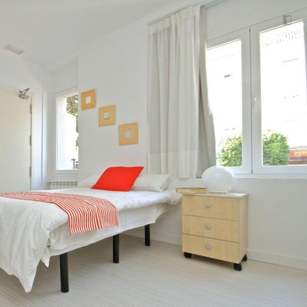 Rent this 2 bed room on Filmosofía in Carretera de la Sierra, 28