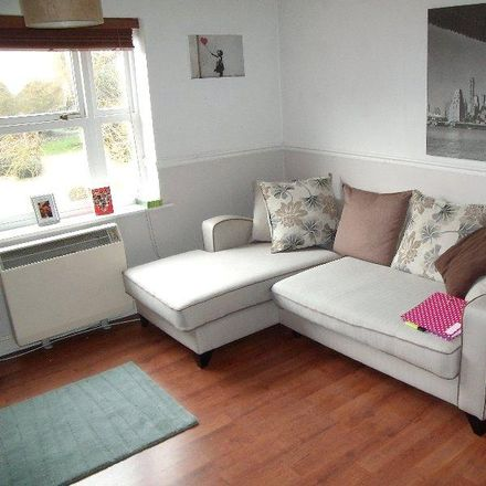 Rent this 2 bed apartment on Berkshire Independent Hospital in Swallows Croft, Reading RG1 6UZ