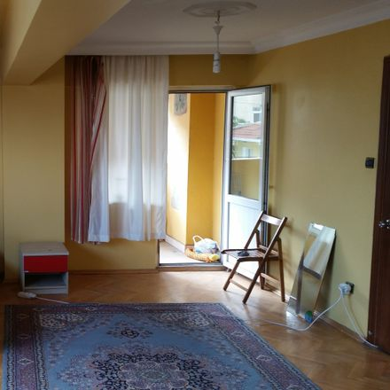 Rent this 4 bed room on Gülseren Sokak in 34363 Şişli, Turkey