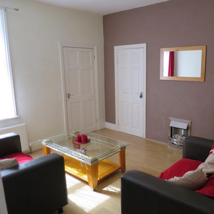 Rent this 2 bed apartment on Lynda's Hairdressing in Napier Road, Gateshead NE16 3HB