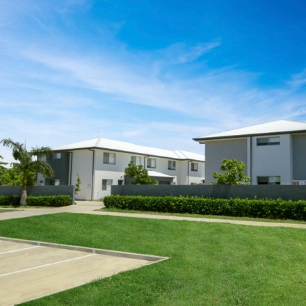 Rent this 3 bed townhouse on Unit 12/6 Brisbane Street