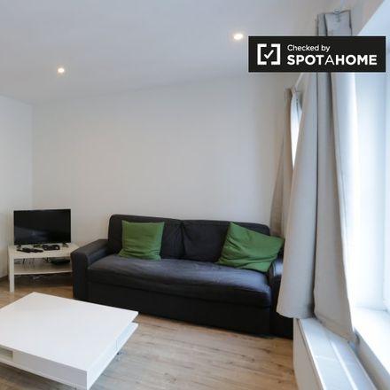 Rent this 2 bed apartment on Rue Ernest Allard - Ernest Allardstraat 17 in 1000 Ville de Bruxelles - Stad Brussel, Belgium